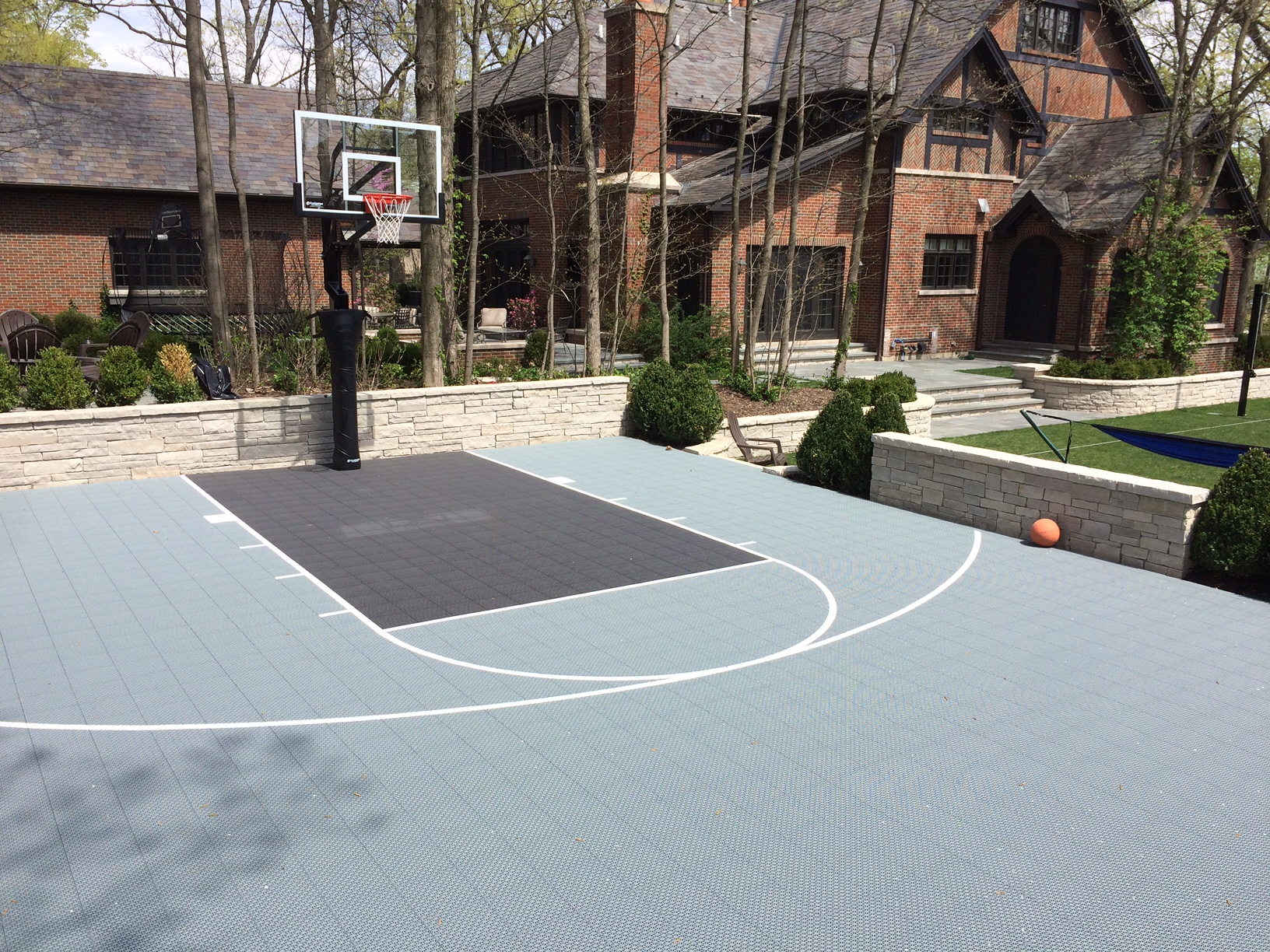 Chicago outdoor basketball courts outdoor designs for Residential basketball court cost